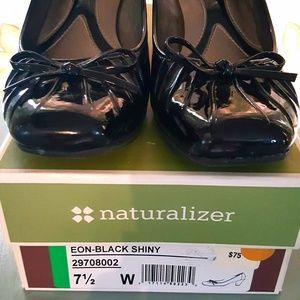 Naturalizer black patent leather low heel pumps sh